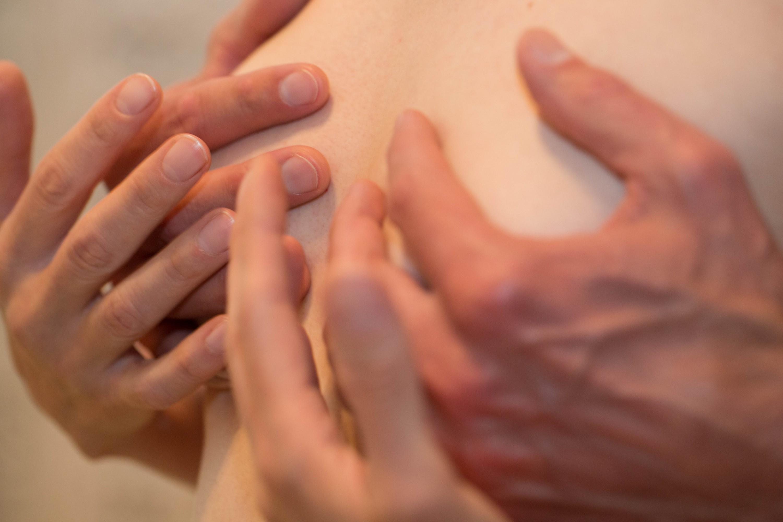 Im Sexological Bodywork geht es nicht nur um Sex, sondern auch um Zärtlichkeit & Sensitivität.
