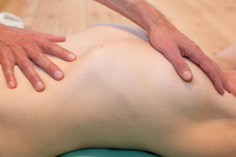 Sexological Bodywork; Embodiment & Körpergefühl - Hände an Po und unterem Rücken oder doch auf der Brust?