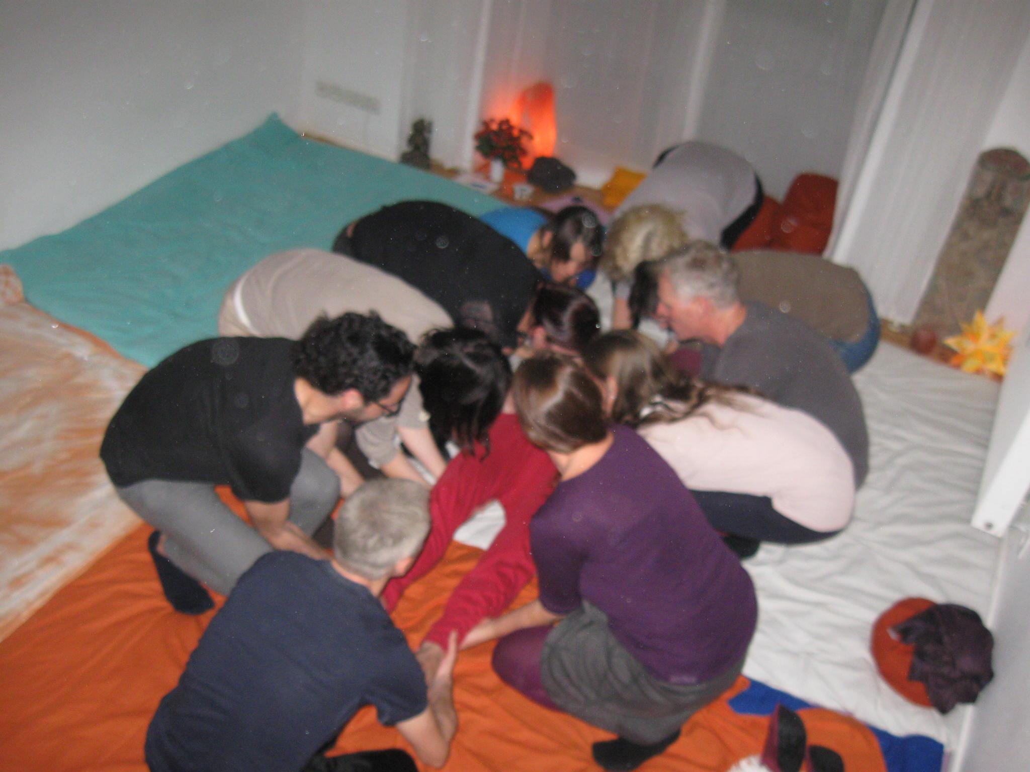 Voruebung zum Kuscheln auf der KUSCHELPARTY Kanzowkuscheln